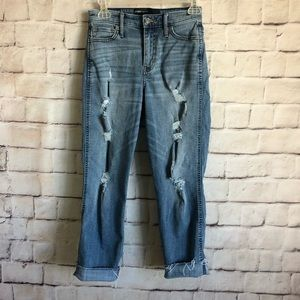 Hollister Boyfriend HighRise Jeans 1W25 Distressed